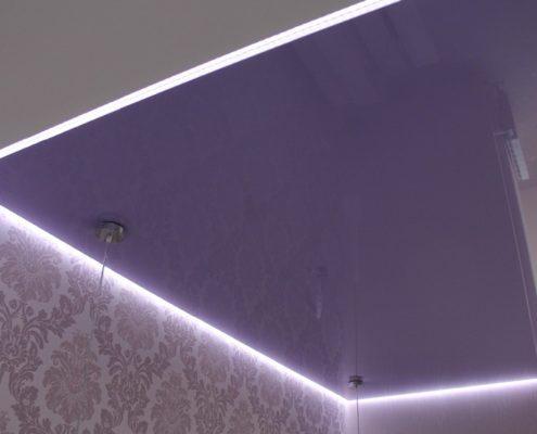 парящий фиолетовый потолок