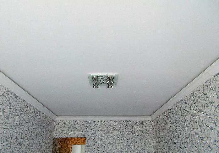 Тканевые натяжные потолки белый