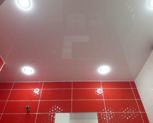 натяжной потолок в туалете установка