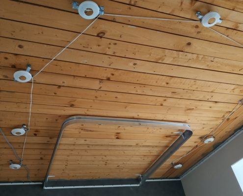 Натяжной потолок на кухне под ключ