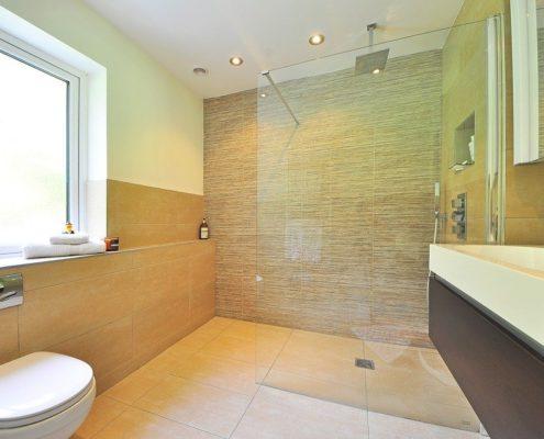 натяжные потолки в ванной и туалете