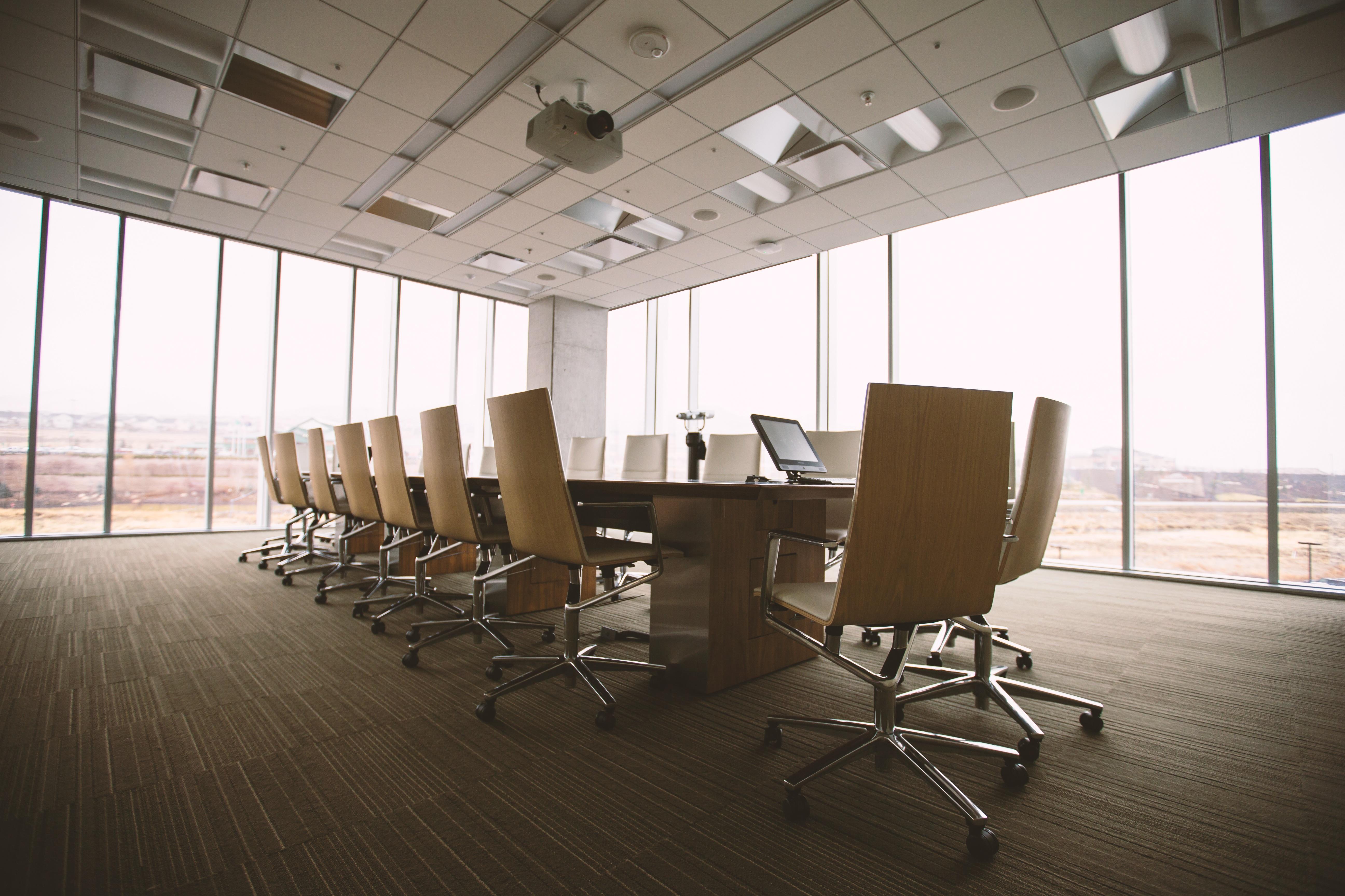 подвесной потолок армстронг для конференц-залов
